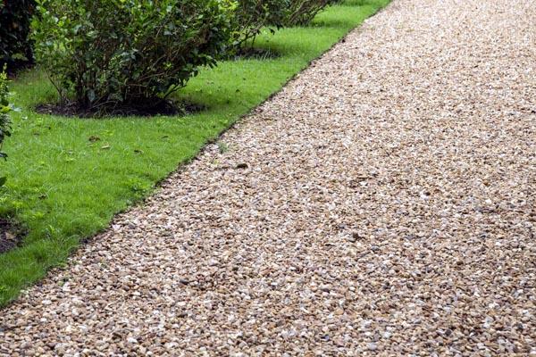 Funkcjonalna ścieżka w ogrodzie