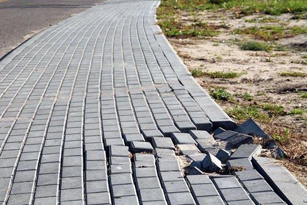 Błędy przy budowie podjazdu, ścieżek i chodników